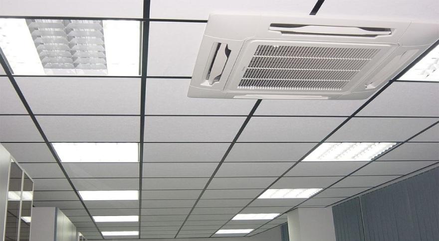 фото монтаж подвесного потолка Армстронг
